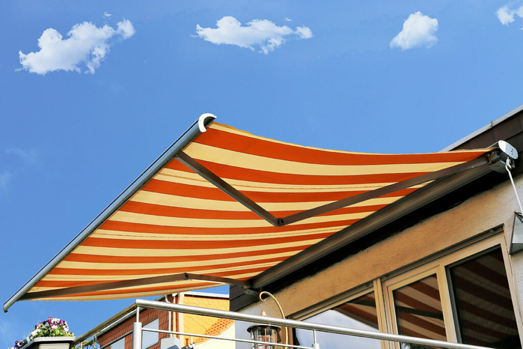 4 Reasons Why You Should Get a Retractable Awning
