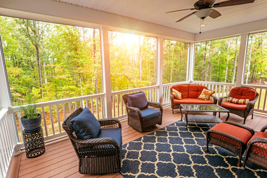 The Top Reasons to Install a Screened in Porch This Year